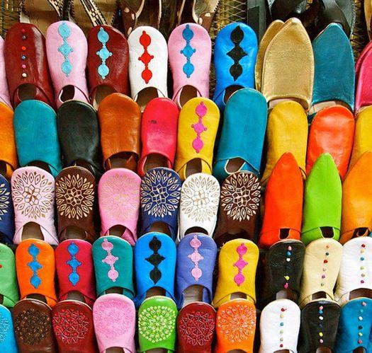 Kuzey Afrika'daki Fas, kültür severleri, sırt çantalı gezginleri, macera gezginlerini, çiftleri, aileleri, yemekleri ve daha fazlasını çeken popüler bir destinasyondur. Yüksek Atlas dağlarından çöllere, sahillere kadar Fas, gezginlerin tüm duyularına uyan muhteşem bir ülkedir.